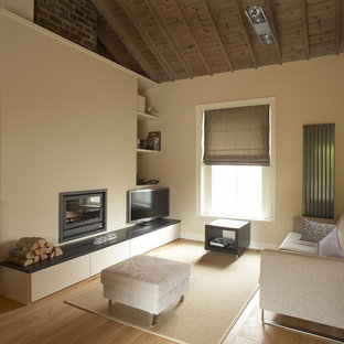 Idées déco pour un salon moderne de taille moyenne avec un mur beige et un téléviseur indépendant.