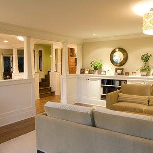 Idee per un piccolo soggiorno classico con pareti gialle