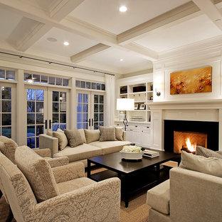 Пример оригинального дизайна: огромная гостиная комната в классическом стиле с стандартным камином, белыми стенами и темным паркетным полом без ТВ