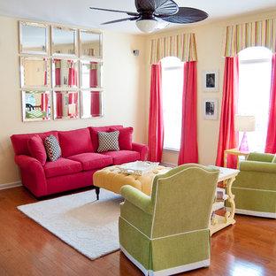 Repräsentatives Klassisches Wohnzimmer mit beiger Wandfarbe in Raleigh
