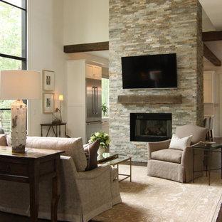 Diseño de salón para visitas abierto, minimalista, de tamaño medio, con paredes beige, suelo de madera oscura y suelo marrón