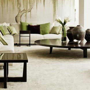 Inspiration för stora asiatiska allrum med öppen planlösning, med vita väggar, mörkt trägolv och ett finrum