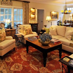 Ispirazione per un grande soggiorno tradizionale aperto con sala formale, pareti beige, parquet scuro, nessun camino e nessuna TV