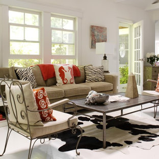Idéer för stora funkis allrum med öppen planlösning, med vita väggar, ett finrum och laminatgolv