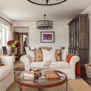 Idee per un piccolo soggiorno country chiuso con sala formale, pareti beige, parquet scuro, stufa a legna, cornice del camino in mattoni e pavimento marrone
