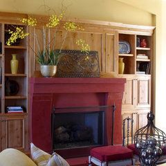 traditional living room by Tina Barclay