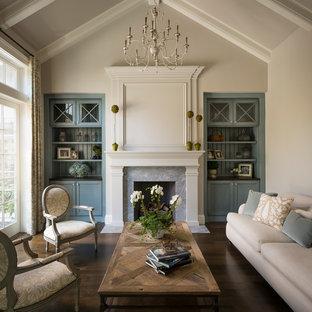 Idée de décoration pour un salon tradition fermé avec une salle de réception, un mur beige, un sol en bois foncé, une cheminée standard et aucun téléviseur.