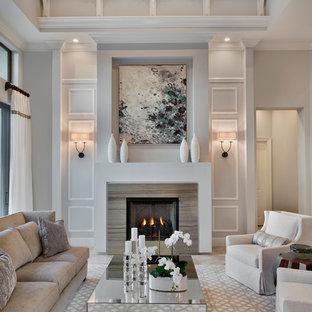 Imagen de salón para visitas cerrado, clásico renovado, con paredes grises y chimenea tradicional