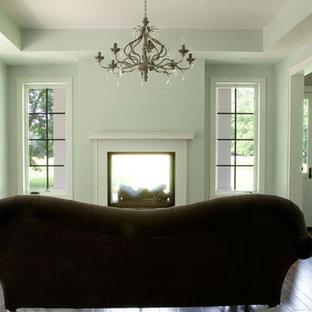 ワシントンD.C.の広いトランジショナルスタイルのおしゃれな独立型リビング (フォーマル、緑の壁、濃色無垢フローリング、両方向型暖炉、漆喰の暖炉まわり) の写真