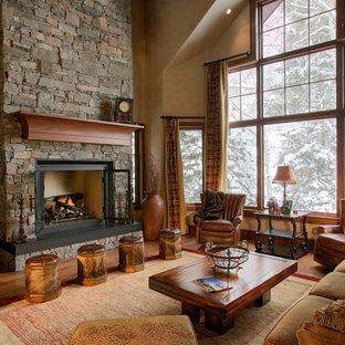 デンバーのトラディショナルスタイルのおしゃれなリビング (ベージュの壁、標準型暖炉、据え置き型テレビ) の写真