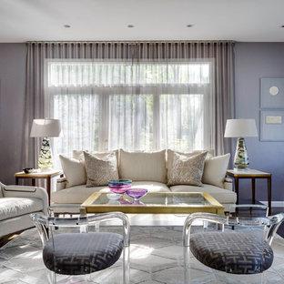 Ispirazione per un soggiorno chic con sala formale, pareti viola, parquet scuro e nessun camino
