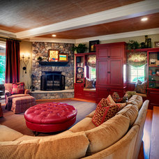 Traditional Living Room by lisa limited