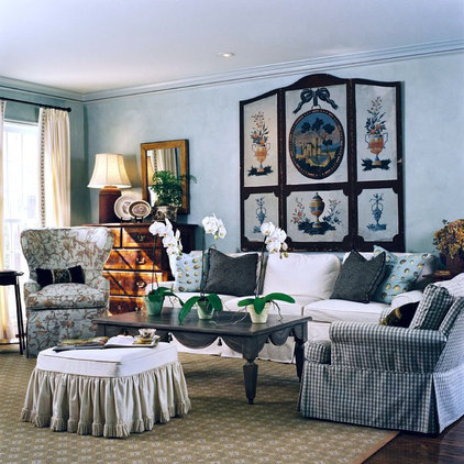 Traditional Living Room by Maison Maison, Suzanne Duin Owner