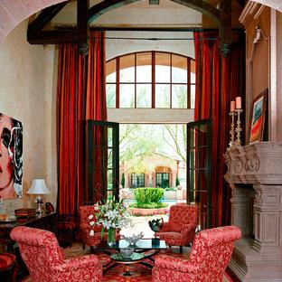 Foto de salón para visitas clásico con suelo rojo