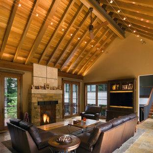 Cette image montre un salon chalet avec un manteau de cheminée en pierre.