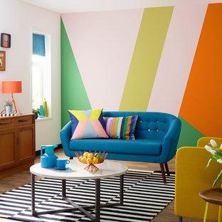 Foto di un soggiorno design con pareti multicolore