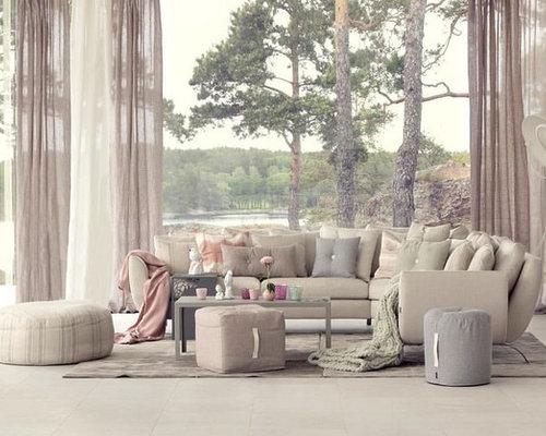 Soggiorno shabby-chic style con pavimento con piastrelle in ceramica ...
