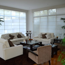 Contemporary Living Room by Rosa Maria Cateriano