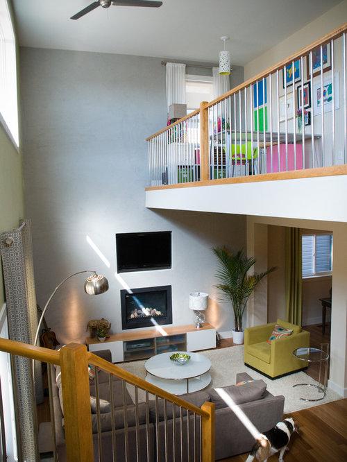 Wohnzimmer mit Hängekamin und gelben Wänden Ideen fürs Einrichten ...