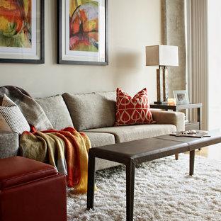 Imagen de salón abierto, actual, pequeño, sin chimenea y televisor, con paredes blancas y suelo de bambú
