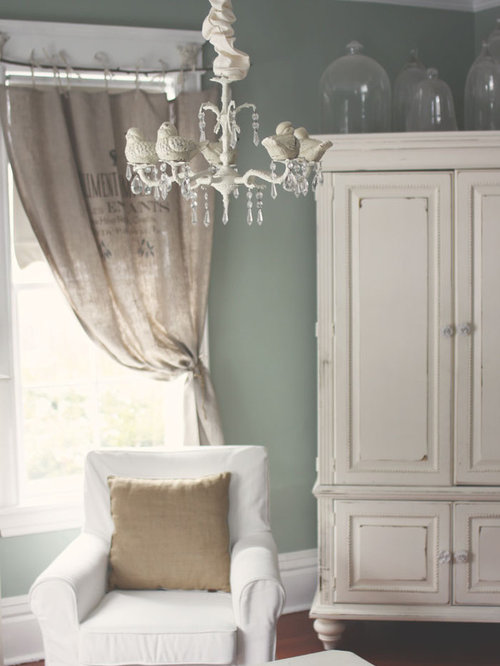 shabby chic style wohnzimmer mit gr ner wandfarbe ideen design bilder houzz. Black Bedroom Furniture Sets. Home Design Ideas
