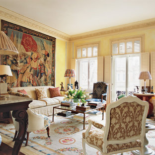 Inspiration for a traditional living room in London.