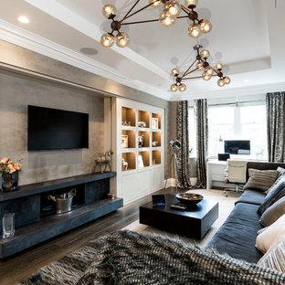 Diseño de salón cerrado, moderno, de tamaño medio, con paredes grises, suelo de madera oscura, televisor colgado en la pared y suelo marrón
