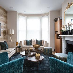 ロンドンのアジアンスタイルのおしゃれなリビング (フォーマル、マルチカラーの壁、標準型暖炉、テレビなし) の写真