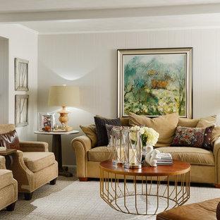 Modelo de salón abierto, clásico, de tamaño medio, sin televisor, con paredes blancas, moqueta, chimenea tradicional y marco de chimenea de ladrillo