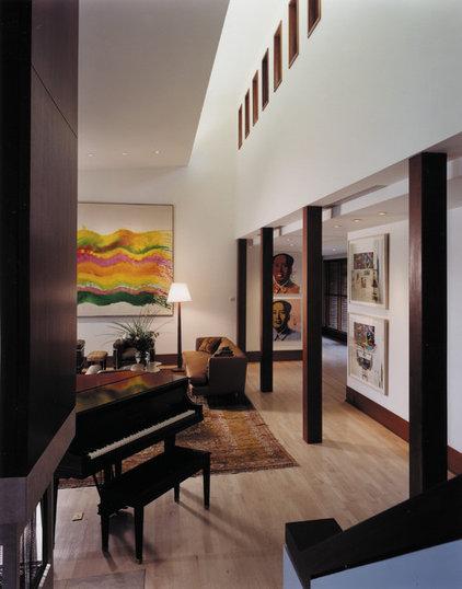 Contemporary Living Room by McIntosh Poris Associates
