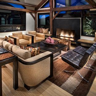 Idée de décoration pour un grand salon design ouvert avec un mur blanc, un sol en bois brun, une cheminée standard, une salle de réception, un manteau de cheminée en béton, aucun téléviseur et un sol beige.