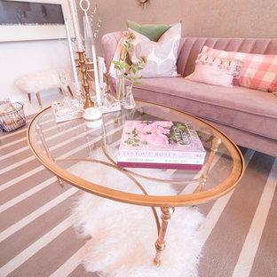 Inspiration pour un très grand salon traditionnel ouvert avec une salle de réception, un mur blanc, béton au sol, cheminée suspendue et un sol blanc.