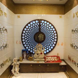 Mittelgroßes, Abgetrenntes Klassisches Wohnzimmer mit Marmorboden in Pune