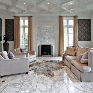 Esempio di un soggiorno tradizionale chiuso con pavimento in marmo, cornice del camino in pietra, sala formale, pareti multicolore, camino classico e pavimento bianco