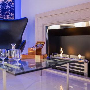 サセックスのコンテンポラリースタイルのおしゃれなリビング (横長型暖炉) の写真