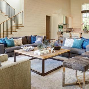 Foto di un grande soggiorno classico aperto con pareti bianche, parquet chiaro, camino classico, cornice del camino in pietra e TV a parete