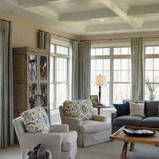Traditional Living Room by Dream House Studios