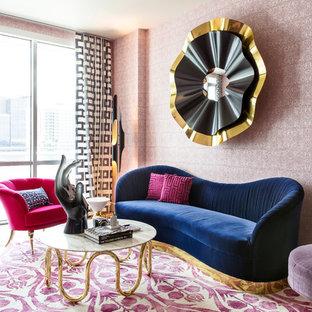 Foto på ett eklektiskt separat vardagsrum, med ett finrum, flerfärgade väggar, heltäckningsmatta och flerfärgat golv