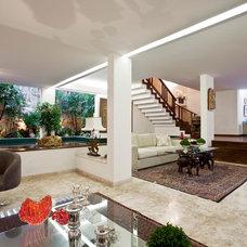 Contemporary Living Room by Vanja Maia - Arquitetura e Design de Interiores