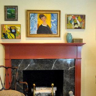 フィラデルフィアの大きいコンテンポラリースタイルのおしゃれな独立型リビング (フォーマル、黄色い壁、濃色無垢フローリング、標準型暖炉、タイルの暖炉まわり、テレビなし) の写真
