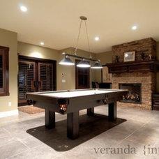 Living Room by Veranda Estate Homes & Interiors
