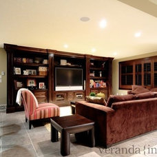 Living Room by Veranda Estate Homes & Interiors