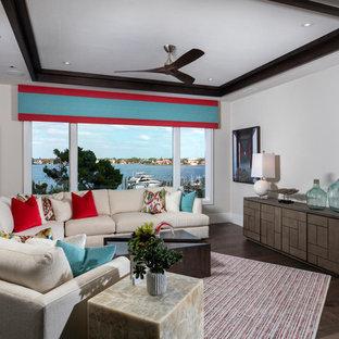 タンパのビーチスタイルのおしゃれなリビング (グレーの壁、濃色無垢フローリング、暖炉なし、テレビなし、茶色い床) の写真