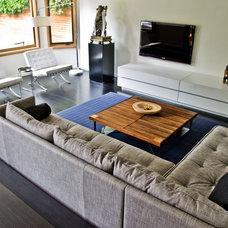 Modern Living Room by mango design co