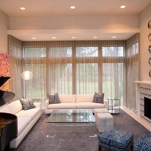 ニューヨークの大きいコンテンポラリースタイルのおしゃれな独立型リビング (フォーマル、グレーの壁、大理石の床、標準型暖炉、木材の暖炉まわり、テレビなし、白い床) の写真