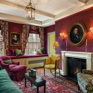 Esempio di un soggiorno vittoriano di medie dimensioni e chiuso con pareti rosse, camino classico, pavimento marrone, sala formale, parquet scuro e nessuna TV