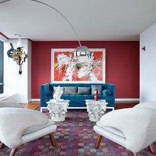 ニューヨークの中くらいのモダンスタイルのおしゃれなLDK (赤い壁、無垢フローリング、フォーマル) の写真