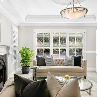 Idées déco pour un salon classique de taille moyenne et fermé avec une salle de réception, un mur gris, moquette, une cheminée standard, un manteau de cheminée en plâtre, un sol beige et un plafond à caissons.