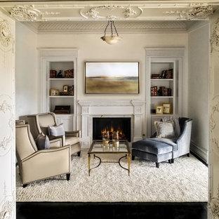 Imagen de salón cerrado, tradicional, extra grande, con paredes blancas, suelo de madera oscura, chimenea tradicional y suelo negro