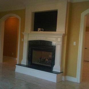 ニューヨークの中サイズのトラディショナルスタイルのおしゃれなLDK (黄色い壁、標準型暖炉、石材の暖炉まわり、壁掛け型テレビ、フォーマル、リノリウムの床、ベージュの床) の写真